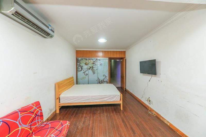 宜川五村 底楼带天井 有钥匙方便看