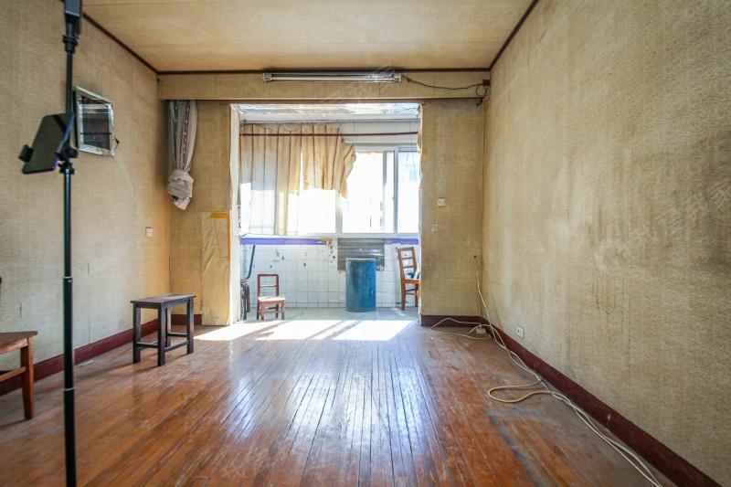 内环新上一房一厅,限时房源,非顶楼,有钥匙
