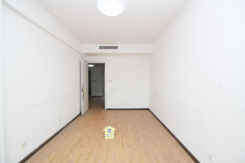 逸品轩爱琴海万达旁电梯洋房,赠送地下室和小院