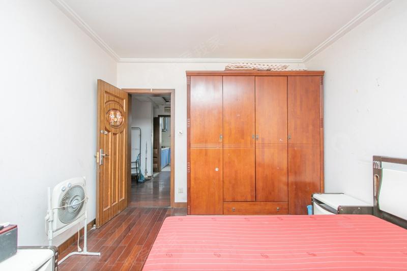 新上罗城小区大2房,非顶楼,看房方便有钥匙